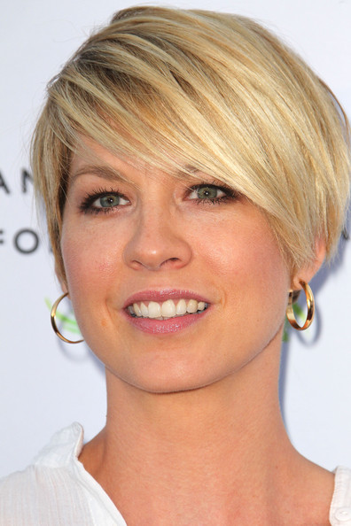 Jenna Elfman Short Emo Cut [face,hair,hairstyle,eyebrow,chin,blond,head,skin,lip,cheek,beauty culture,annenberg space for photography - arrivals,california,century city,the annenberg space for photography,jenna elfman]