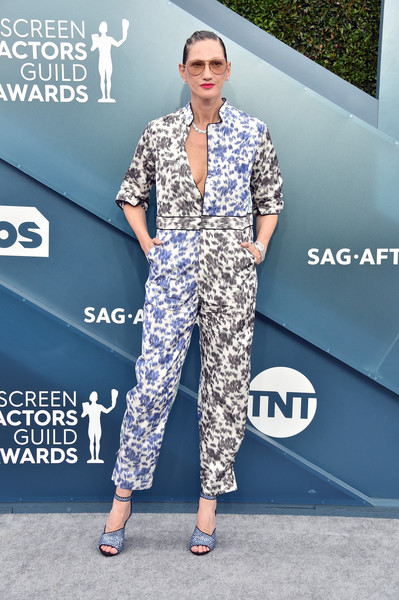 Jenna Lyons Jumpsuit [clothing,fashion,eyewear,fashion model,street fashion,footwear,fashion design,shoulder,leg,dress,arrivals,jenna lyons,screen actors guild awards,screen actors\u00e2 guild awards,the shrine auditorium,los angeles,california,screen actors guild awards,shrine auditorium and expo hall,red carpet,sag-aftra,actor,celebrity,glenn close,screen actors guild award for outstanding performance by a female actor in a leading role]