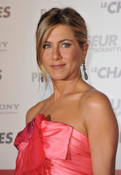 "Actress Jennifer Aniston arrives to attend the Premiere of the film ""Le"