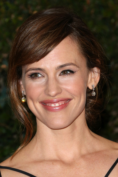 Jennifer Garner Bobby Pinned Updo [hair,face,eyebrow,hairstyle,lip,chin,beauty,brown hair,skin,smile,arrivals,jennifer garner,governors awards,hollywood highland center,california,the ray dolby ballroom,academy of motion picture arts and sciences,academy of motion picture arts and sciences governors awards]