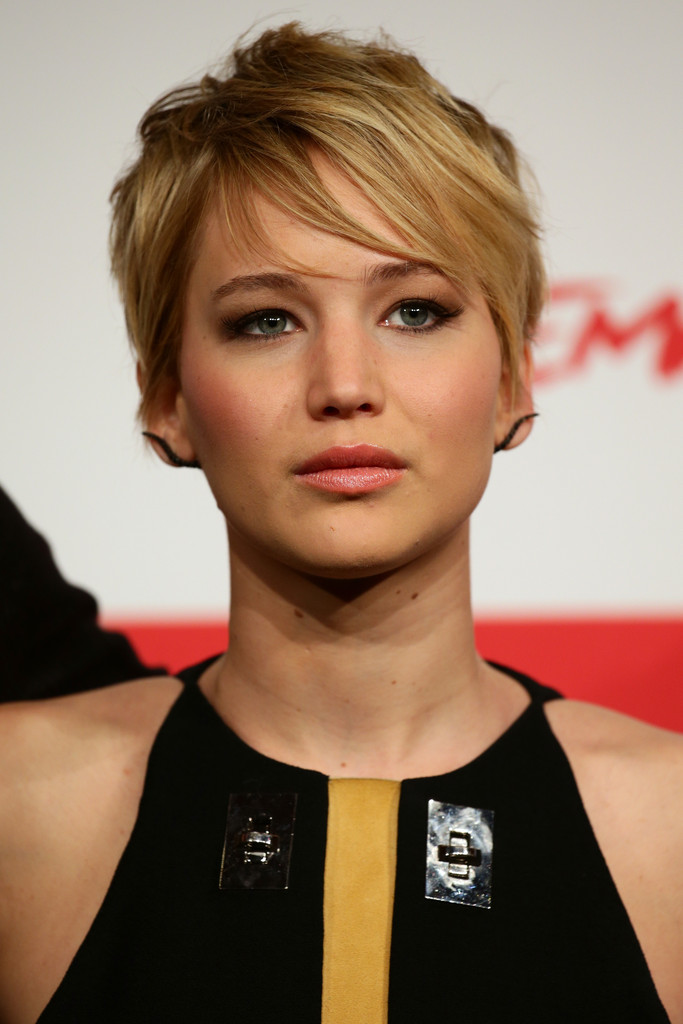 Jennifer Lawrence Deaf and drinking on Catching Fire