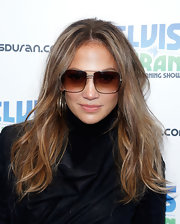 Jennifer Lopez kept her beauty look simple and fresh with pink lip gloss.
