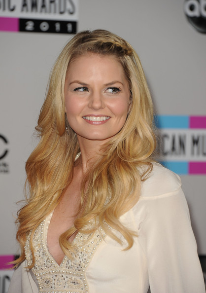 style bistro hairstyles on Actress Jennifer Morrison Arrives At The 2011 American Music Awards