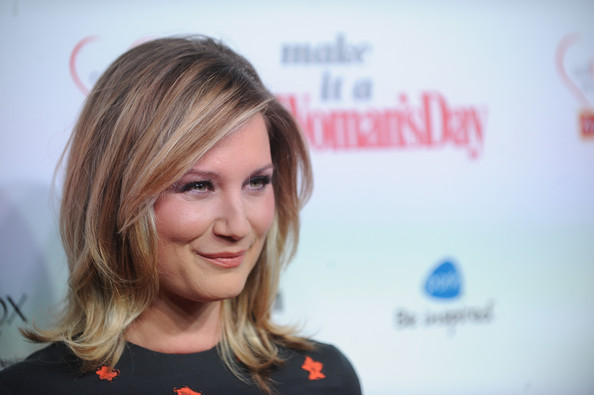 Jennifer Nettles Medium Layered Cut