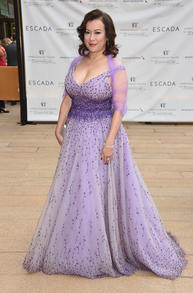 Jennifer Tilly Beaded Dress [gown,dress,clothing,shoulder,purple,lavender,formal wear,lady,lilac,haute couture,jennifer tilly,new york city,metropolitan opera house,american ballet theatre,75th anniversary diamond jubilee spring gala]