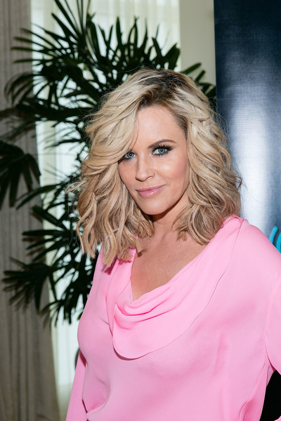 Jenny McCarthy Medium Wavy Cut with Bangs [cast of transformers: the last knight,hair,blond,face,hairstyle,shoulder,pink,beauty,eyebrow,lady,chin,jenny mccarthy,town hall,peninsula hotel,chicago,illinois,siriusxm]