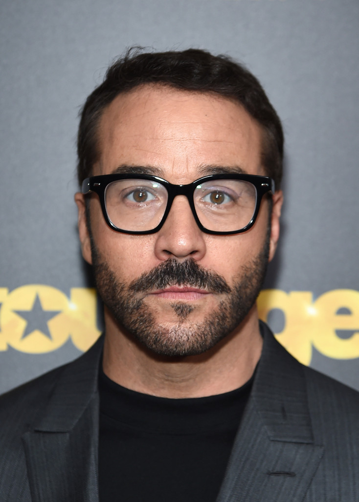 Jeremy Piven Short Side Part Hair Lookbook Men