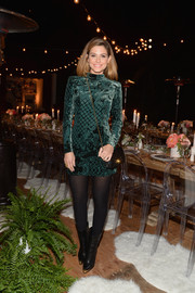 Maria Menounos kept her legs under wraps in black tights.