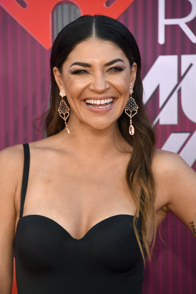 Jessica Szohr Ombre Hair [hair,beauty,eyebrow,hairstyle,skin,lady,chin,pink,black hair,smile,arrivals,jessica szohr,iheartradio music awards,california,los angeles,microsoft theater,fox]