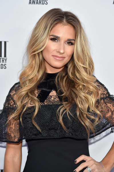 Jessie James Decker Long Wavy Cut