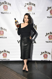 Mila Kunis' black pumps were a perfect match to her top!