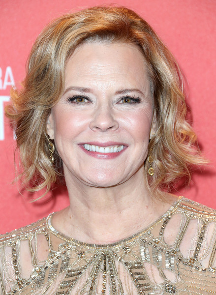 JoBeth Williams Short Wavy Cut [hair,face,hairstyle,blond,eyebrow,chin,forehead,smile,layered hair,hair coloring,jobeth williams,sag foundation president,beverly hills,california,wallis annenberg center for the performing arts,screen actors guild foundation 30th anniversary celebration - arrivals,screen actors guild foundation 30th anniversary celebration]