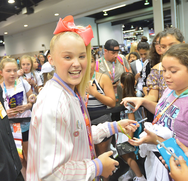 JoJo Siwa Hair Bow [product,event,costume,fun,smile,crowd,fan convention,cosplay,child,social influencer,vidcon 2017,nickelodeon booth,anaheim,california,anaheim convention center,nickelodeon star,jojo siwa]