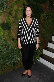 Leigh Lezark paired a boldly striped maternity top with black jeans for the John Hardy Artisan in Residence launch.