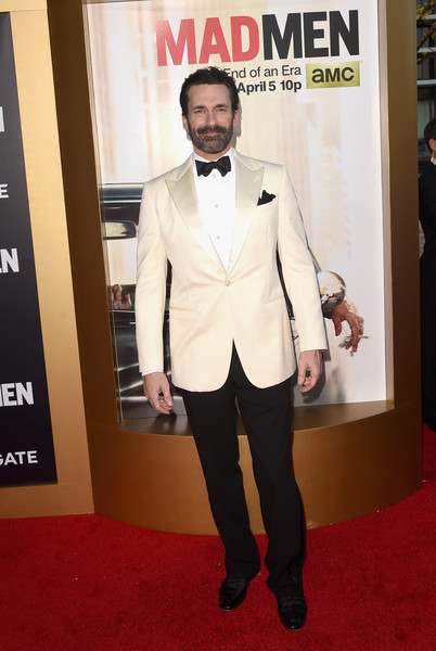 Jon Hamm Tuxedo [episodes,mad men,episodes,suit,red carpet,carpet,clothing,formal wear,tuxedo,flooring,outerwear,premiere,fashion,arrivals,jon hamm,dorothy chandler pavilion,amc celebrates the final,the black red ball,amc,celebration]