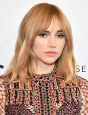 Suki Waterhouse framed her face with boho waves and parted bangs for the 2018 Tribeca Film Festival screening of 'Jonathan.'
