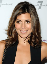 Actress Jamie-Lynn Sigler showed off her shoulder length waves while attending the 7 For All Mankind event.