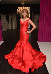 Jane Seymour stole the spotlight when she wore this stunning red mermaid gown at the Jovani LA flagship opening.