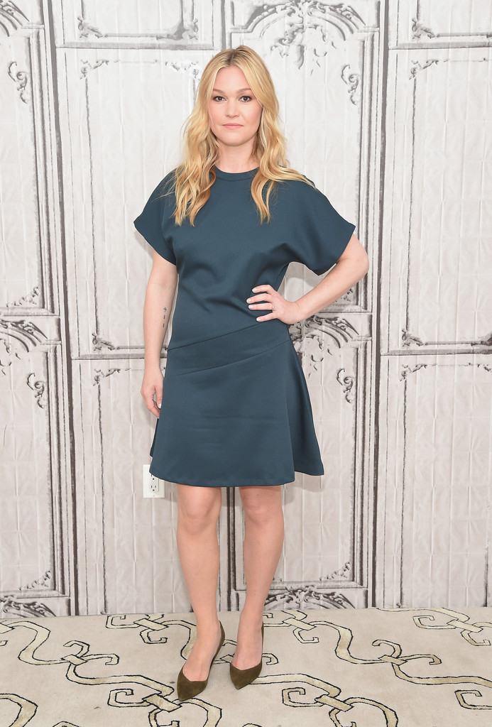 Julia Stiles Pumps Pumps Lookbook Stylebistro