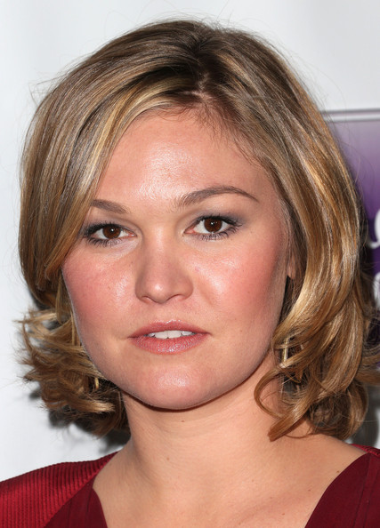 Julia Stiles Curled Out Bob [hallmark hall of fame,the makeover,face,hair,eyebrow,hairstyle,chin,blond,forehead,head,cheek,lip,arrivals,julia stiles,california,los angeles,disney,abc television,fox studios,premiere]