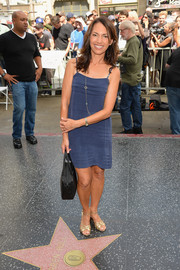 A pair of gold evening sandals finished off Susanna Hoffs' look in sophisticated style.