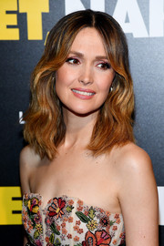 Rose Byrne looked sweet and lovely with her wavy 'do at the premiere of 'Juliet, Naked.'