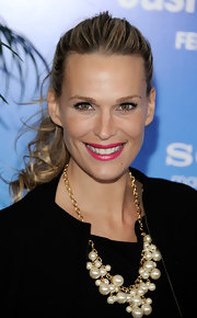 "Molly Sims is no stranger to the red carpet. The supermodel rocked her own design ""Grayce by Molly Sims necklace"" at the premiere of 'Just Go With It'. (Necklace available at HSN.com)"