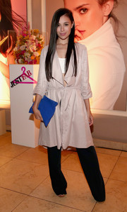 For a splash of color to her look, Marta Pozzan accessorized with a cobalt suede clutch.
