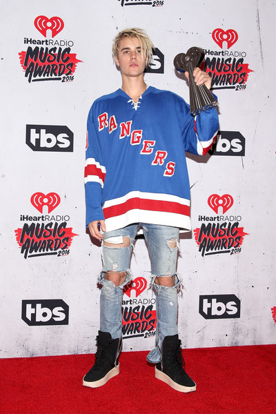 Justin Bieber Ripped Jeans [best male artist and dance song of the year,sports uniform,outerwear,jersey,t-shirt,uniform,carpet,flooring,premiere,sportswear,justin bieber,iheartradio music awards,awards,room,press room,inglewood,california,the forum]