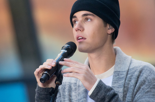 More Pics of Justin Bieber Knit Beanie (1 of 40) - Justin Bieber Lookbook - StyleBistro [nbcs today show,singer,microphone,audio equipment,beanie,headgear,singing,music artist,knit cap,photography,electronic device,justin bieber,new york,nbc]
