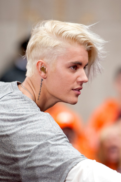 Justin Bieber Messy Cut [justin beiber,hair,blond,hairstyle,chin,fashion,ear,new york city,rockefeller plaza,nbc]