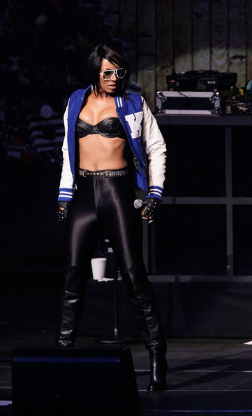 Keri Hilson rocks on stage with a silver belly ring.