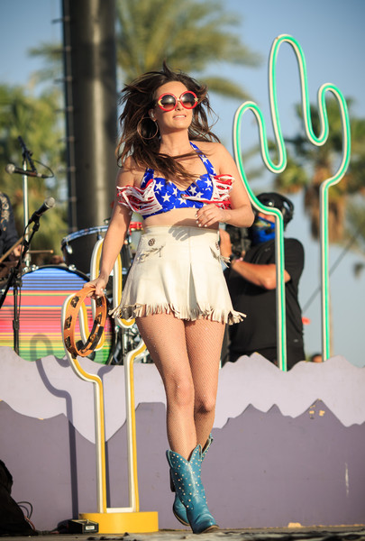 Kacey Musgraves Crop Top [clothing,fashion,beauty,leg,performance,fun,thigh,human body,abdomen,event,stagecoach,kacey musgraves,california,indio,the empire polo club,country music festival]