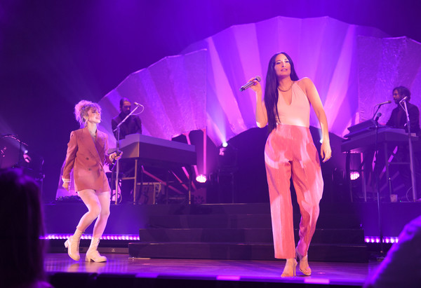Kacey Musgraves Halter Top [performance,entertainment,performing arts,stage,performance art,event,public event,purple,pink,musical theatre,nashville,tennessee,ryman auditorium,kacey musgraves in concert,kacey musgraves,paramore,hayley williams]