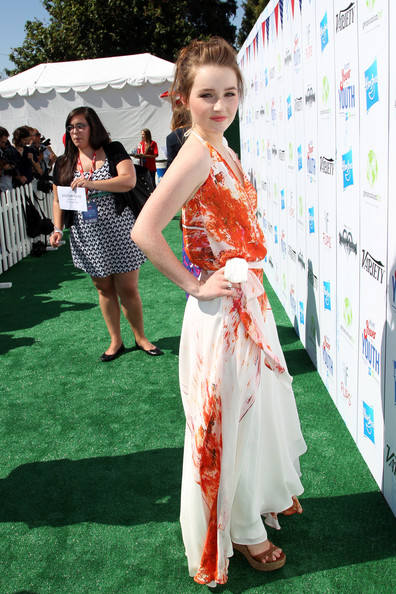 Kaitlyn Dever Wedges [red carpet,carpet,flooring,hairstyle,premiere,dress,fun,long hair,event,bangs,audio arrivals,kaitlyn dever,variety,power of youth,backlot,universal city,california,hasbro,power of youth,generationon]