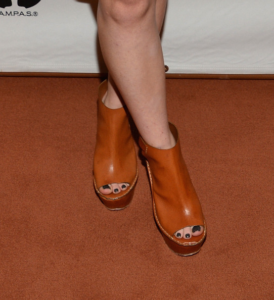 Kaitlyn Dever Dark Nail Polish [short term 12,footwear,human leg,tan,leg,shoe,calf,ankle,caramel color,high heels,brown,kaitlyn dever,pickford center for motion study,california,hollywood,linwood dunn theater,academy of motion picture arts and sciences,sneak preview screening,sneak preview screening of short term 12]