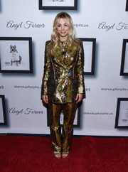 Kaley Cuoco suited up in an olive-green floral jacquard jacket and pants combo by Peter Pilotto for the Stand Up for Pits event.