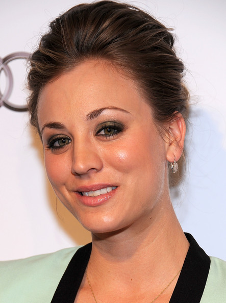 Kaley Cuoco Metallic Eyeshadow
