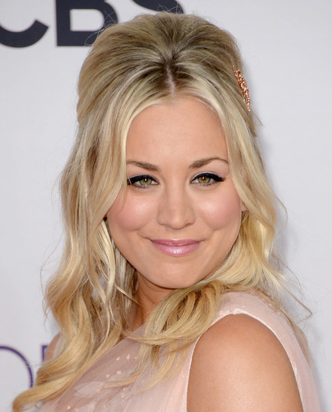 Kaley Cuoco Pink Lipstick [hair,blond,eyebrow,human hair color,beauty,hairstyle,chin,forehead,long hair,layered hair,arrivals,kaley cuoco,peoples choice awards,california,los angeles,nokia theatre l.a. live]