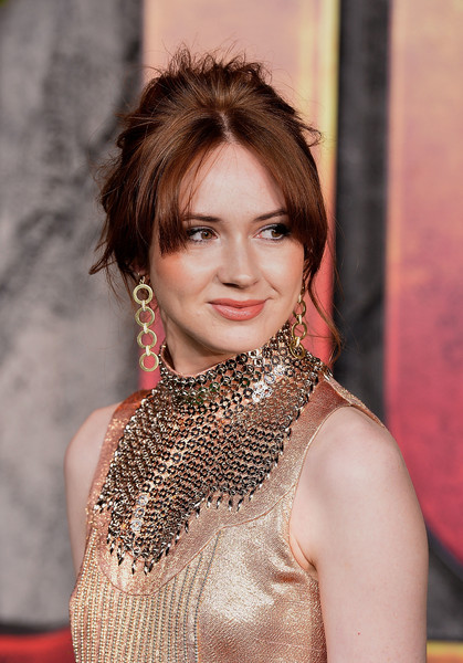 Karen Gillan Dangling Chain Earrings