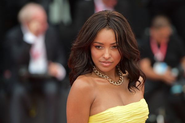 Kat Graham Long Wavy Cut [la v\u00e9rit\u00e9,la v\u00e3\u00a9rit\u00e3\u00a9,hair,face,hairstyle,lady,beauty,fashion,yellow,long hair,lip,black hair,red carpet arrivals,kat graham,sala grande,red carpet,screening,venice,opening ceremony,76th venice film festival]