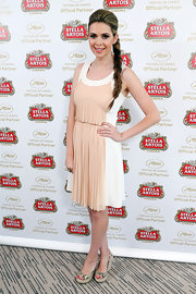 Carly Steel's two-toned nude and white pleated frock gave her a fun and flirty look at the Stella Artois suite.