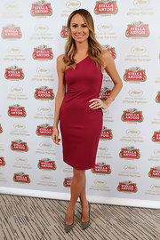 Stacy Keibler showed off her toned figure with this one-shouldered crimson dress.