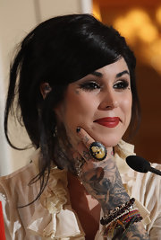Kat Von D added a soft touch to her bold pout with bronzed metallic shadow.