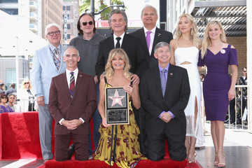 Kate Hudson Kurt Russell Goldie Hawn and Kurt Russell Are Honored With Stars on the Hollywood Walk of Fame