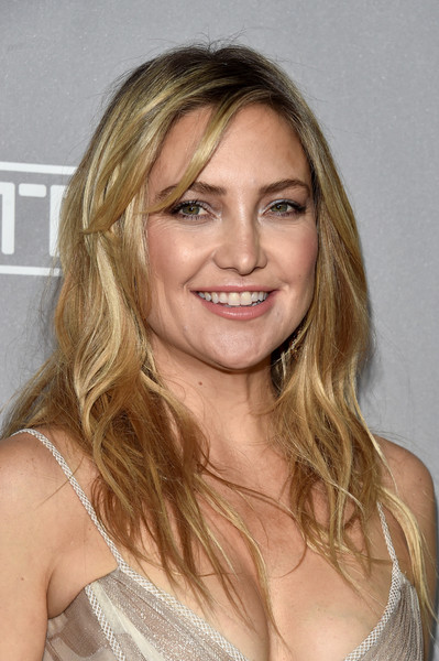 Kate Hudson Long Wavy Cut with Bangs []