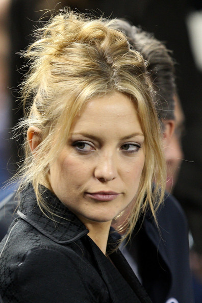 Kate Hudson Messy Updo [hair,face,blond,hairstyle,eyebrow,beauty,fashion,head,lip,chin,game,kate hudson,borough,bronx,new york city,yankee stadium,new york yankees,minnesota twins,game two,alds]