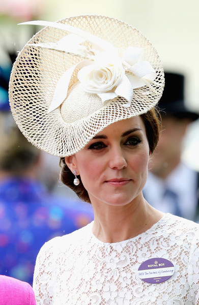 Kate Middleton Decorative Hat [hair,clothing,white,hat,headpiece,fashion accessory,beauty,hair accessory,lady,hairstyle,duchess,ascot,cambridge,england,ascot racecourse,catherine]