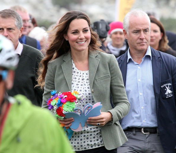 More Pics of Kate Middleton Long Wavy Cut (1 of 20) - Long Wavy Cut Lookbook - StyleBistro