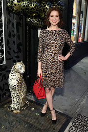 Ellie Kemper injected some color with a red leather tote by Kate Spade.